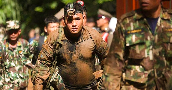 Giải cứu đội bóng nhí Thái Lan: Tình thế và tình người
