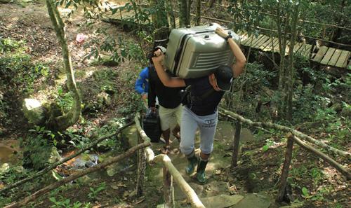 Đoàn phim Liên minh huyền thoại vượt rừng để có cảnh quay