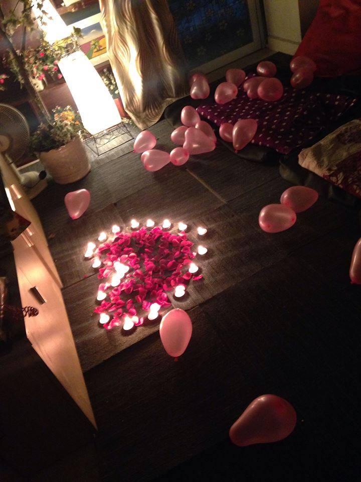 sinh nhật nến trái tim và hoa hồng